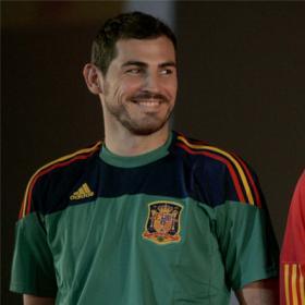 الزي الجديد للمنتخب الاسباني | صور اللاعبين | + صورة جماعية 20091112dasdasftb_49