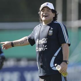 """Maradona: """"El de Riquelme es un asunto cerrado; no quiso jugar en la selección"""""""