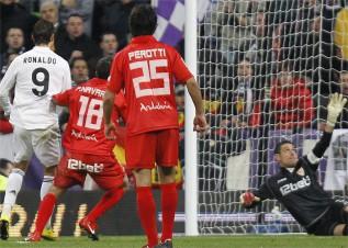 Match Highlights: Cristiano Ronaldo (Real Madrid) vs Sevilla & Ronaldinho (AC Milan) vs Roma