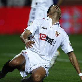 Leandro deja muy tocado al Sevilla y precipita la destitución de Jiménez