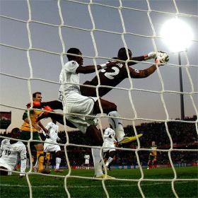 Australia bloca el ímpetu de Ghana con diez jugadores