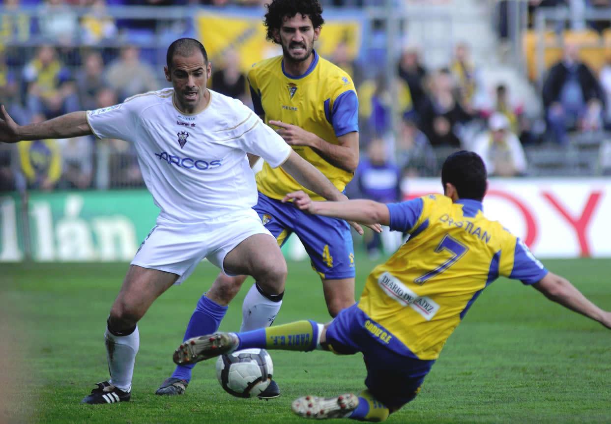 El Albacete da la baja a 14 jugadores, entre ellos a Salva