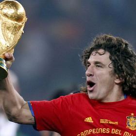 """"""" سيكمل المسيرة """" : """" الكابيتانو """" وبعد المشاورات سيكمل مشواره الدولي .. !! Carles_Puyol.jpg"""