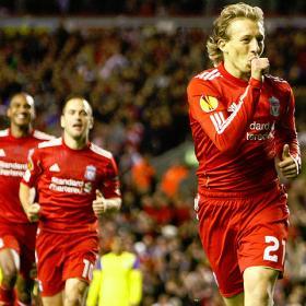 El Liverpool supera sus dificultades sin Torres