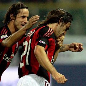 Pirlo sitúa al Milán como líder provisional