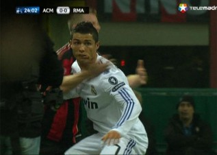 Cristiano ronaldo 39 s disgraceful dive ac milan real madrid for Cristiano ronaldo dive