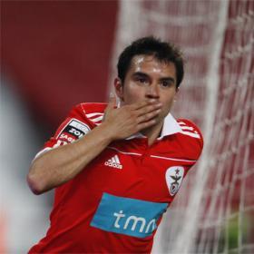 Cardozo y Saviola le dan el Triunfo al Benfica.