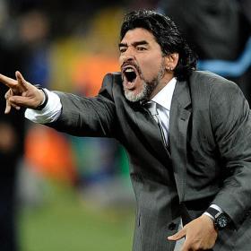 El Blackburn podría ofrecer su banquillo a Maradona