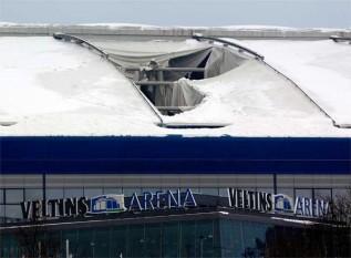 """عاجل بالصور """"الثلوج تهدم السقوف  Derrumba_parte_cubierta_estadio_Schalke"""