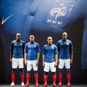nueva camiseta de francia-http://www.as.com/recorte/20110118dasdasftb_48/C280/Ies/Nike_presenta_nueva_equipacion_Francia.jpg