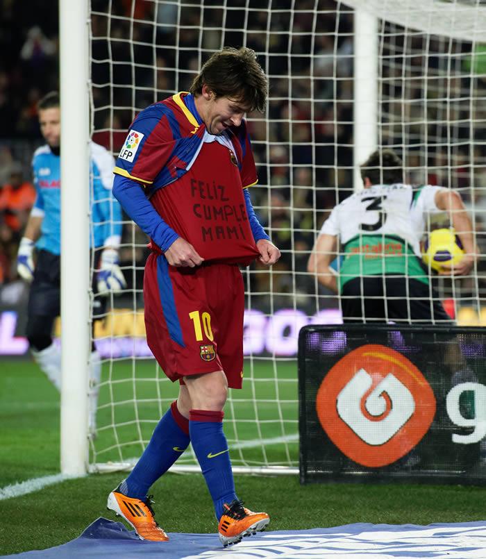 Amonestación y multa a Messi por el lema de la camiseta
