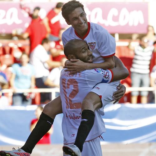 El Valencia sufre la primera derrota ante un Sevilla con 9
