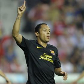Adriano coloca líder al Barça