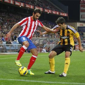 Adrián y la defensa del Zaragoza alivian a Manzano