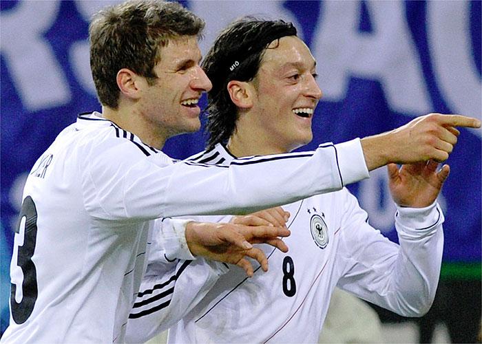 Müller, Klose y un gran Özil, demasiado para Holanda