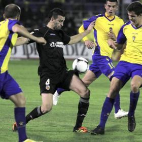 El Valencia empata en Cádiz y se la jugará en Mestalla