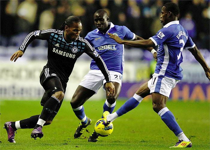 Jordi Gómez frena al Chelsea