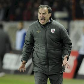 Bielsa, revolcn a lomos de un goloso del ftbol