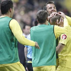 Un Villarreal muy superior golea y sale del descenso