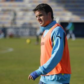 Pedro León se resintió ayer de la rodilla operada
