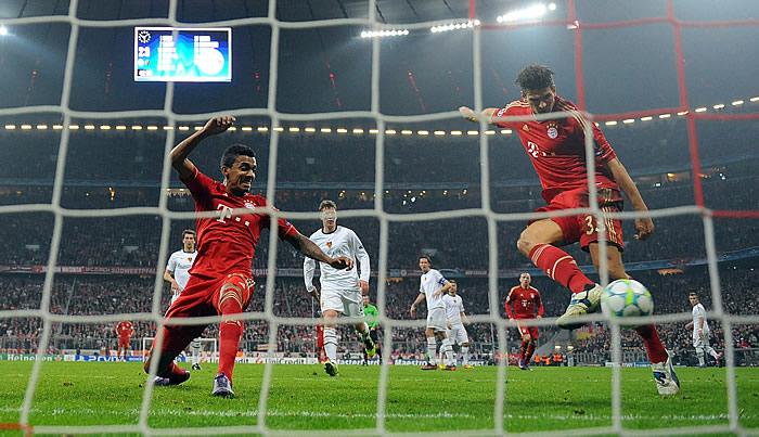 Gómez, Ribéry y Robben postulan al Bayern al título
