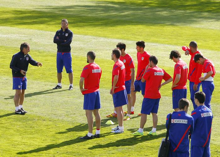 Simeone llama a siete canteranos para la sesión