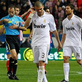 Xabi Alonso vio la quinta por un resbalón de Pepe