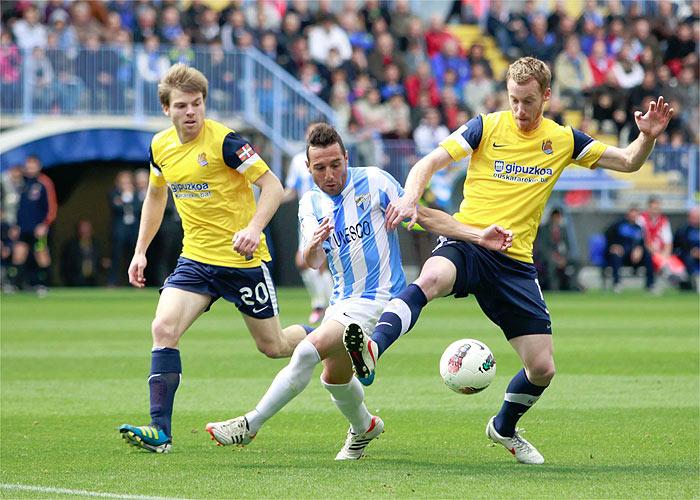 El Málaga se enreda y el árbitro le anula un gol legal