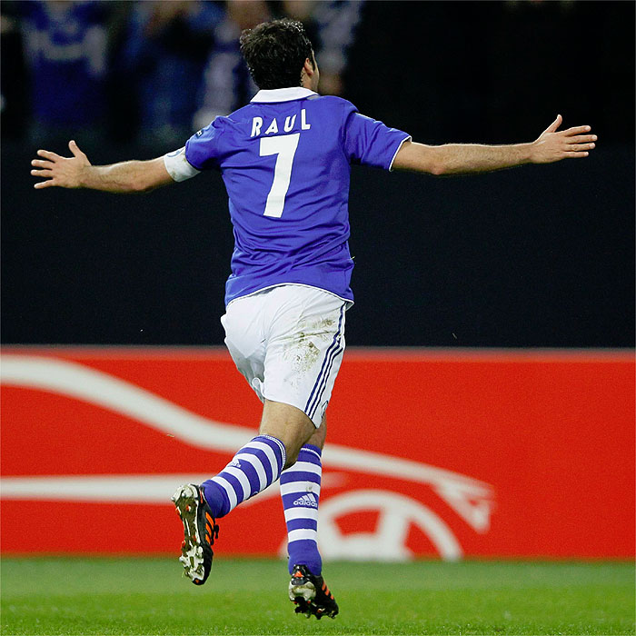 El Schalke 04 retirará el número 7 de Raúl González