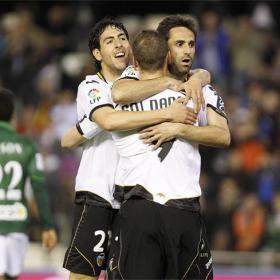 El Valencia golea y recupera a Canales para la causa
