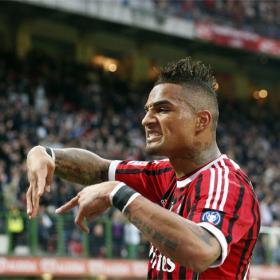 Juventus y Milán ganan y mantienen viva la pugna