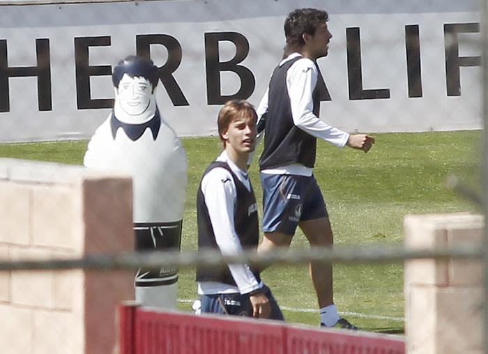Emery dará galones a Parejo y Canales y ensaya juego aéreo