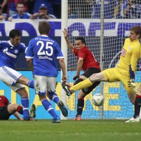 Marcó un gol para dejar al Schalke en la Champions