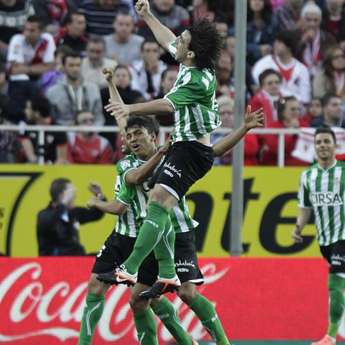 Beñat le da el derbi al Betis y deja al Sevilla sin Europa