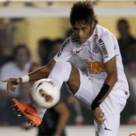 El Santos de Neymar golea con saña al Bolívar