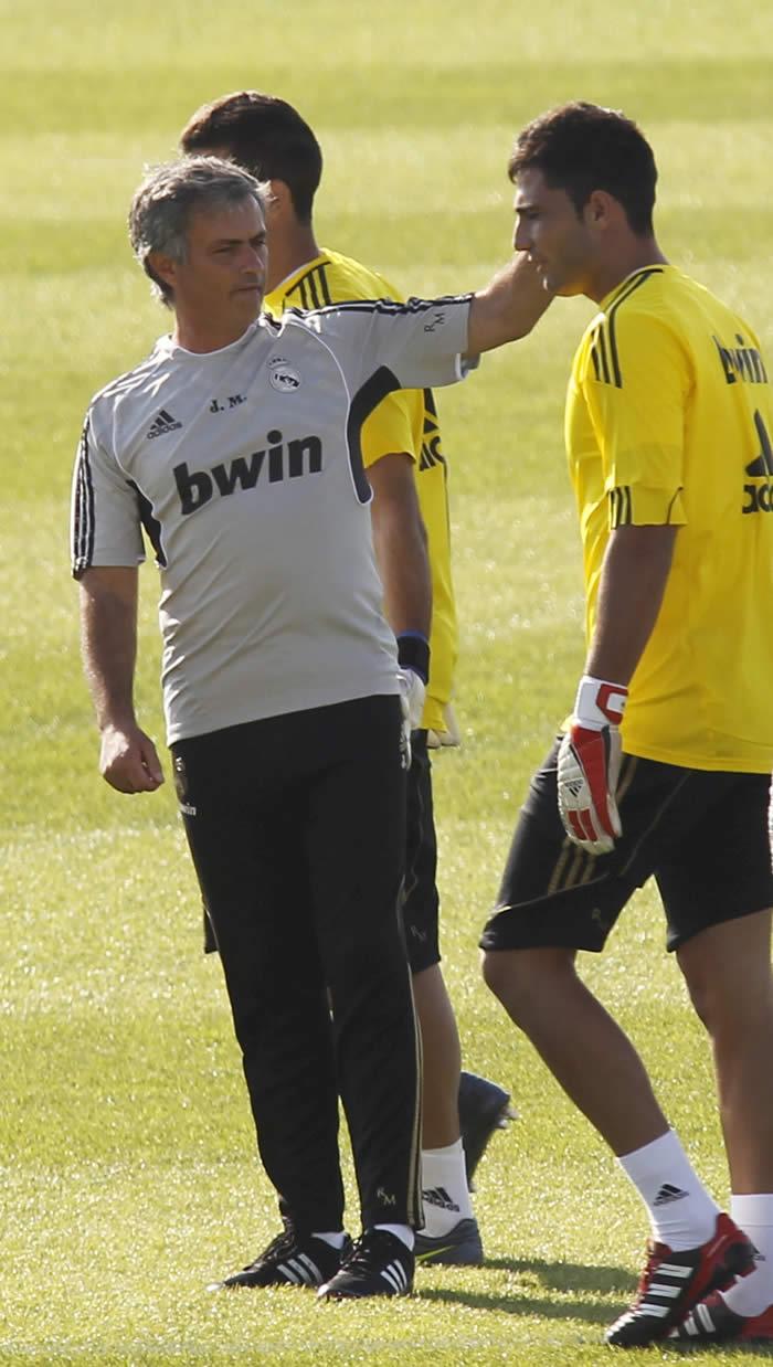 Mourinho intenta seducir a Adán para que se quede