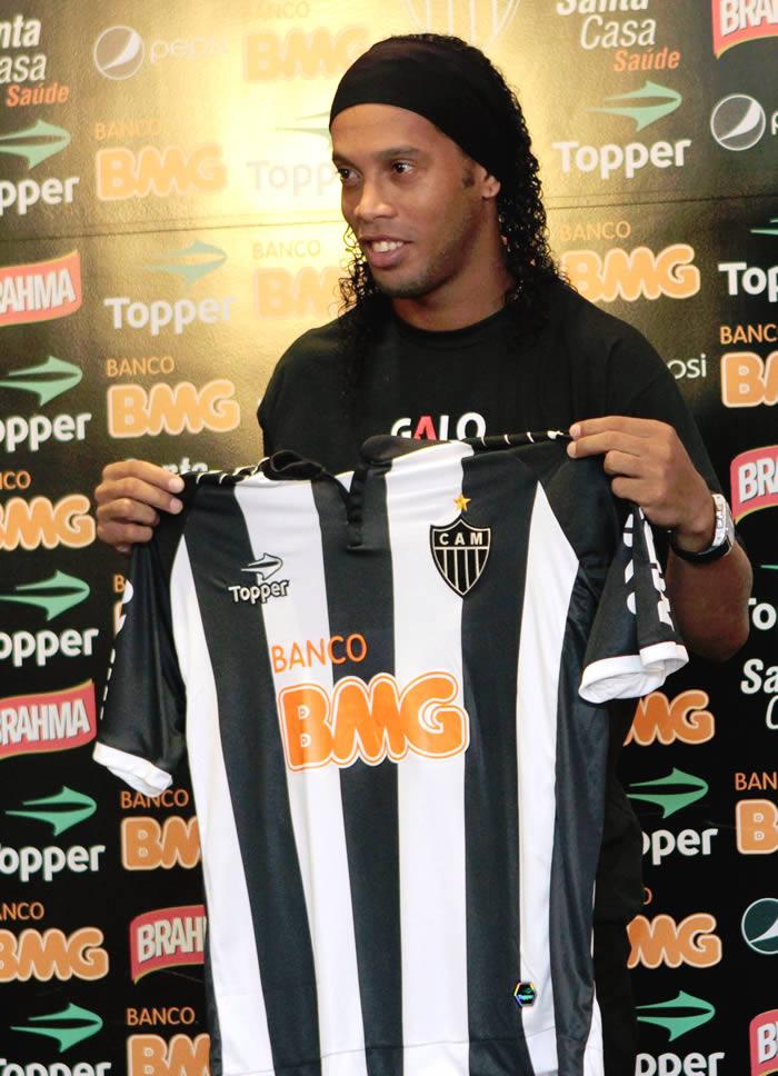 Ronaldinho debuta con victoria en el Atlético Mineiro
