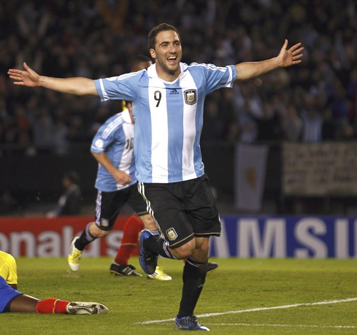 """Leonardo: """"Higuaín es del Madrid, no está en el mercado"""""""