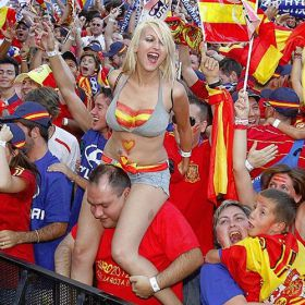 España entera se lanzó a la calle para celebrar el triplete