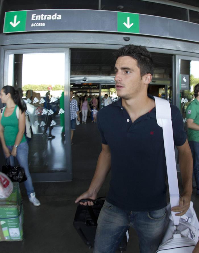 Juan Carlos llegó, firmó y comenzó con el Betis