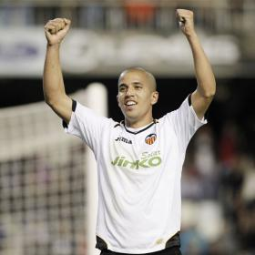 """Feghouli: """"Voy a mejorar para que el Valencia esté arriba"""""""