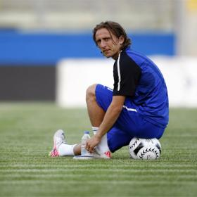 Luka Modric recula y se entrena con el Tottenham