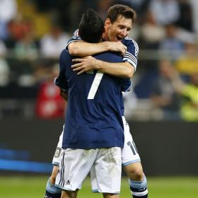 Di María y Messi destacan con goles en un duelo de altura