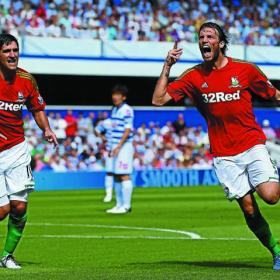 Michu hace doblete en su debut en la Premier League