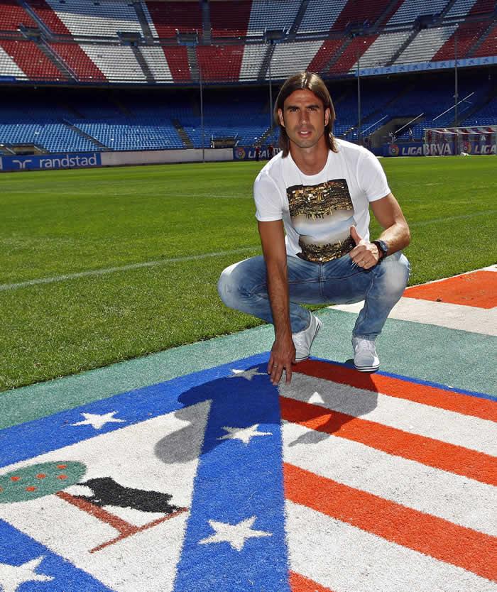 Domingo Cisma firma un año de contrato con el Atlético