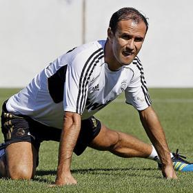 El club le hizo ficha a Carvalho pero podría irse al Galatasaray