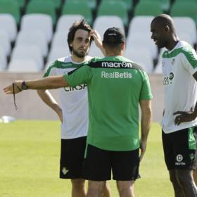 &quot;Le recomiendo a Beat que contine en el Betis&quot;