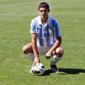 Santa Cruz se enfunda por vez primera la camiseta del Málaga