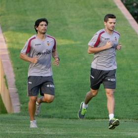 Los argentinos Gago y Banega vuelven a trabajar con el grupo