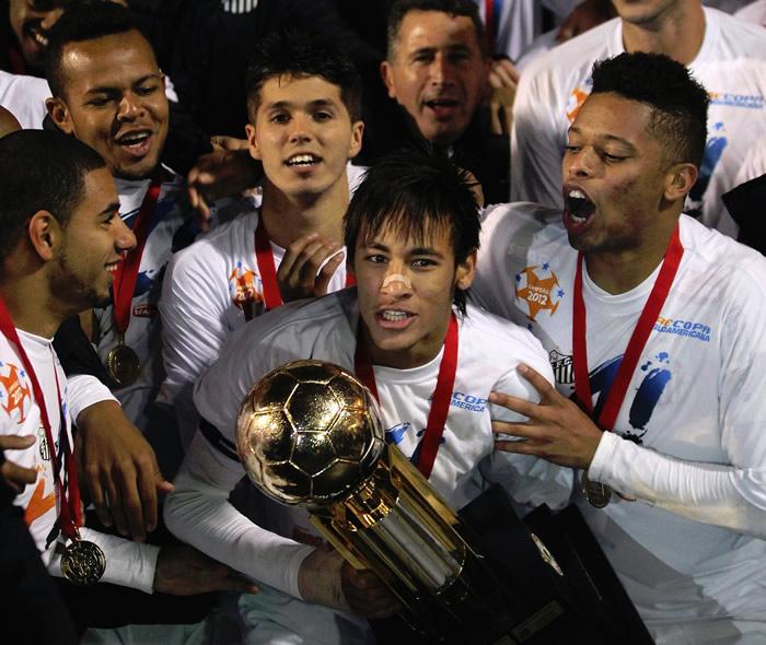 Neymar y el Santos conquistan la Recopa Sudamericana